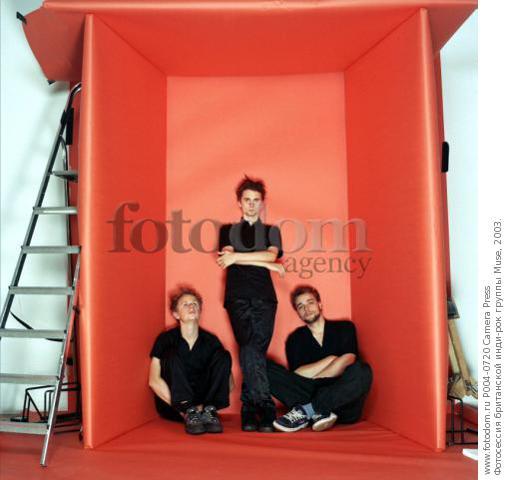Фотосессия в красной комнате